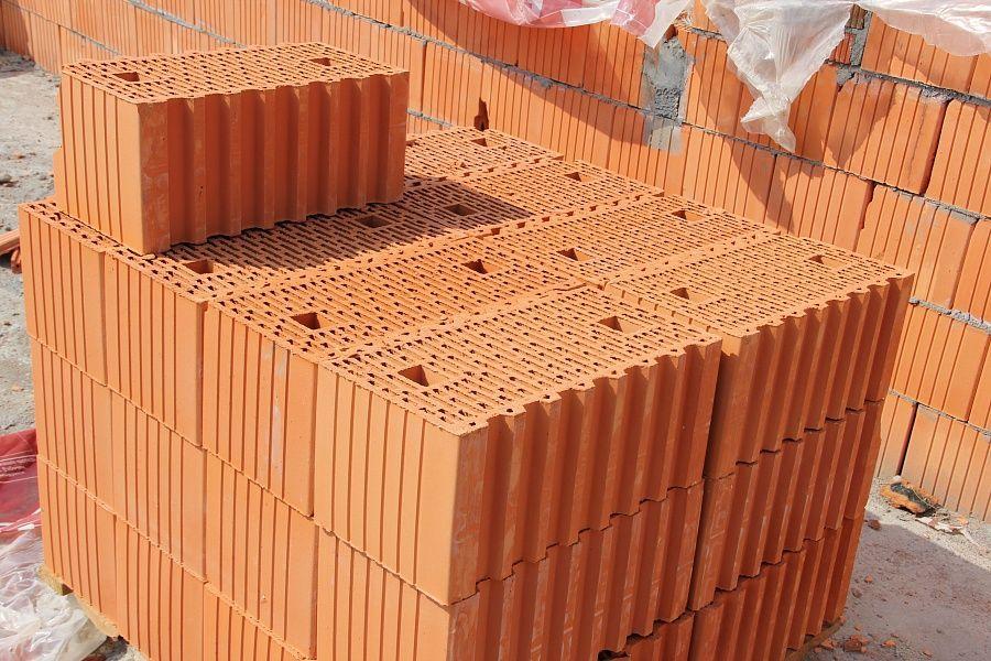 фото зданий из керамического блока поромакс стоит